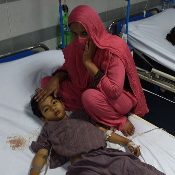 Image: Child injured in Lahore suicide attack