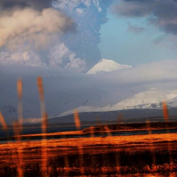 Image: Handout photo of the Pavlof Volcano erupting in Alaska