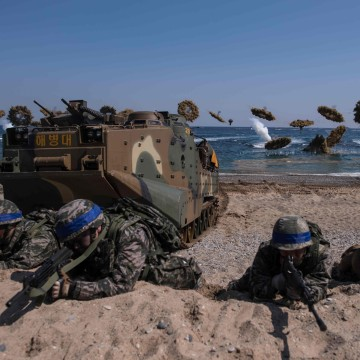 Image: South Korean and U.S. soldiers