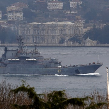 Image: The Russian Navy's landing ship Alexander Otrakovsky sails in the Bosphorus, on its way to the Mediterranean Sea, in Istanbul