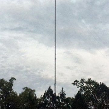 Image: A man was killed trying to parachute from the top of a 2,000 foot television tower in Metclafe