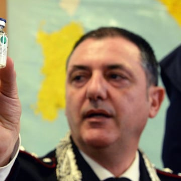 Image: Carabinieri captain Gennaro Riccardi shows a phial containing heparin during a new conference in Livorno, Italy, Thursday.