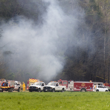 Image: Emergency vehicles respond to the scene of a fatal helicopter crash