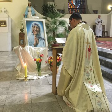 Image: A local priest in Skopje paying tribute to Mother Teresa.