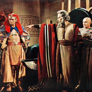 Image: THE TEN COMMANDMENTS, from left: Yul Brynner, Charlton Heston, Cedric Hardwicke, Henry Wilcoxon, 195