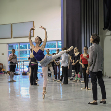 Lourdes Lopez coaching Miami City Ballet dancers.