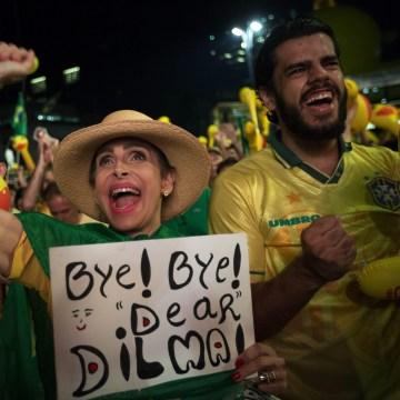 Image: Brazilians follow impeaching proceedings against President Dilma Rousseff