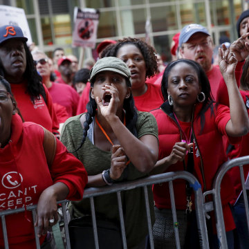 Image: People demonstrate outside a Verizon wireless store during a strike in New York, U.S., April 18, 2016