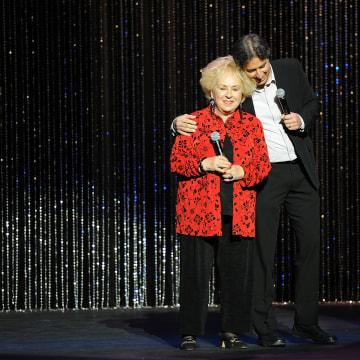 Image: Actress Doris Roberts and Host Ray Romano