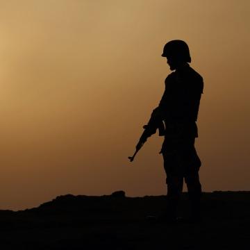 Image: Pakistan serviceman stands guard near Gwadar