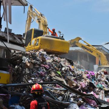 Image: Ecuador earthquake rubble
