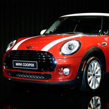 Image: Lifan Panda and Mini Cooper