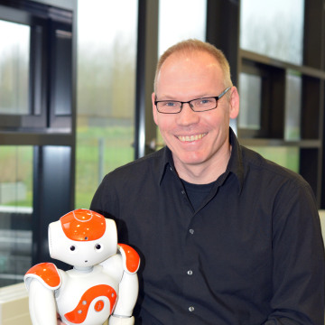 Image: Research leader Stefan Kopp with robot Nao