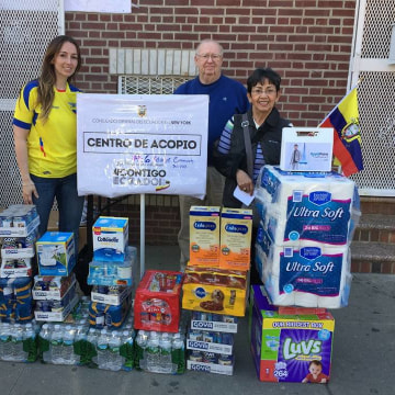 Community volunteers with the Adventist Community Services of Queens Spanish