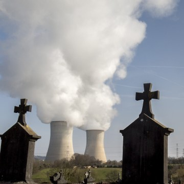 Image: Nuclear power plant in Tihange, Belgium