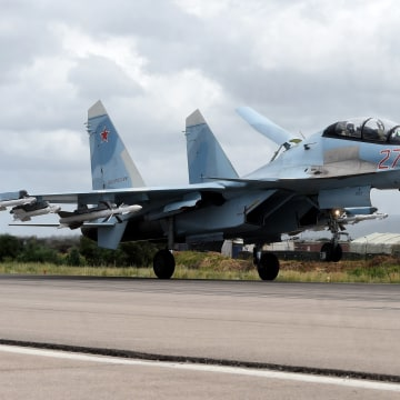 Image: A Russian Sukhoi Su-35 bomber lands