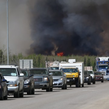 Image: CANADA-FORESTFIRES-FIRE-FORESTS-OIL-EVACUATION