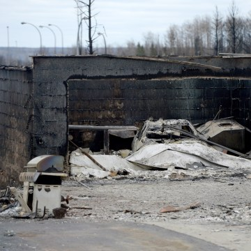 Image: Burned car in Fort McMurray