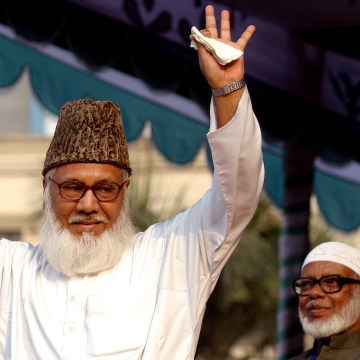 Image: Moulana Motiur Rahman Nizami, chief of the Jamaat-e-Islami, Bangladesh's biggest Islamic Political Party and an alliance of the ruling Bangladesh Nationalist Party, waves to his supporters during a rally in Dhaka