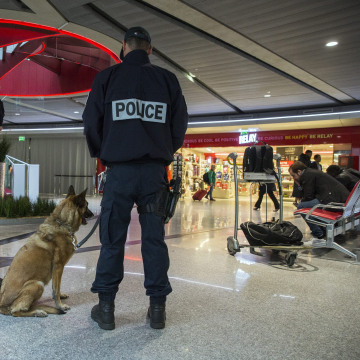 Image: French police officers at Charles de Gaulle Airport on May 19, 2016