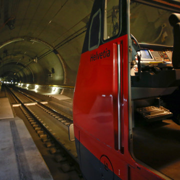 Image: A test train is seen in the Gotthard Base Tunnel