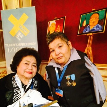 Thurlow with Kazakh activist and artist Karipbek Kuyukov, who was born without arms as a result of his parents' exposure to Soviet nuclear weapons testing.