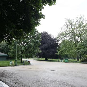 Image: Parc Monceau in Paris after it was evacuated