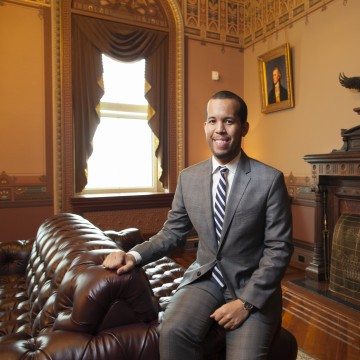 Image: Young Latinos of the Obama White House . Elias Alcantara.
