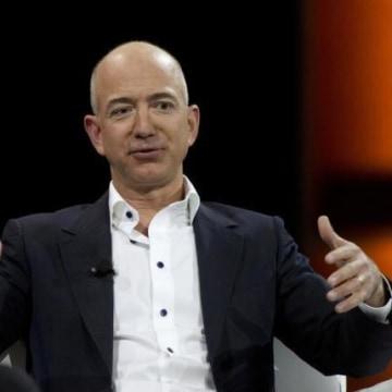 Amazon CEO Trumpets Free Speech Amid Gawker, Silicon Valley Clash