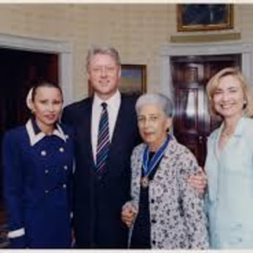 Congresswoman Nydia Velázquez, President Bill Clinton, Antonia Pantoja and Hillary Clinton in the Oval Office.