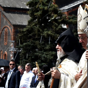 Image: Image: Pope Francis and Catholicos of All Armenians Karekin II