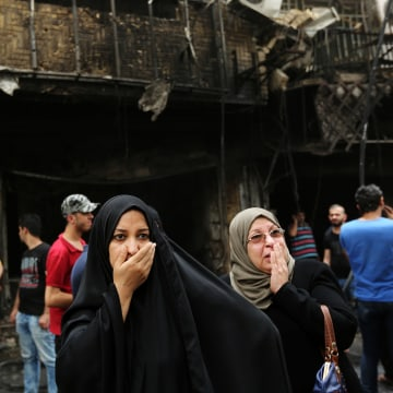 Image: Iraqi women wait for their family members who are missing