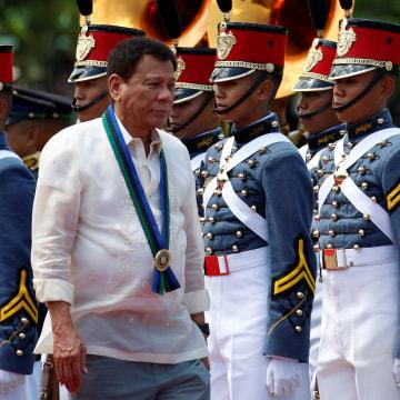 Image: Philippines President Rodrigo Duterte and military cadets