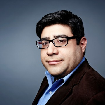 Headshot of journalist Mariano Castillo.