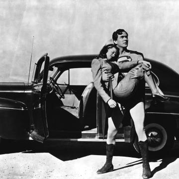 Image: Superman (Kirk Alyn) saves Lois, (Noel Neil)