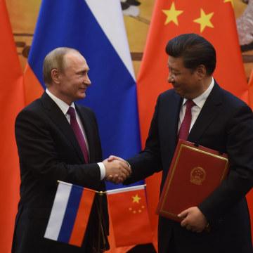 Image: Vladimir Putin and Xi Jinping on June 25, 2016
