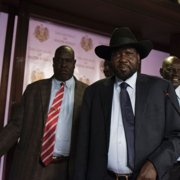 Image: South Sudan President Salva Kiir (C)