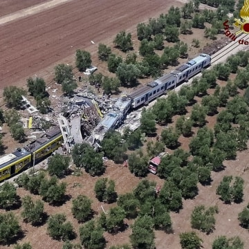 Image: Italy train crash