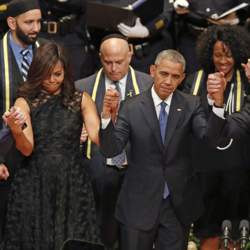 Image: Laura Bush, President George W. Bush, Michelle Obama Barack Obama.