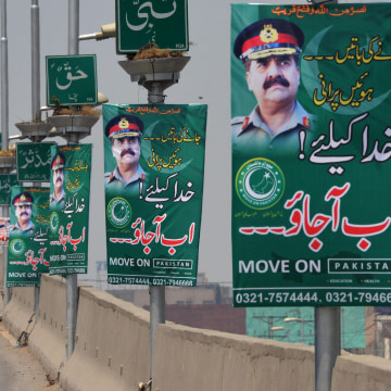 Image: Motorists drive past posters of army chief Gen. Raheel Sharif in Karachi