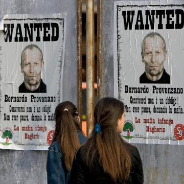 Image: Posters showing Bernardo Provenzano in 2005