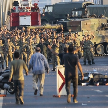 Image: Turkish soldiers surrender after coup