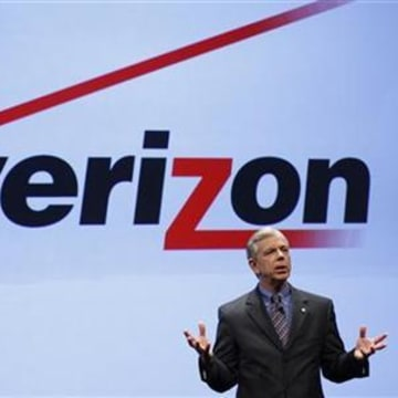 Lowell McAdam, Verizon president and COO, speaks at Verizon's iPhone 4 launch event in New York