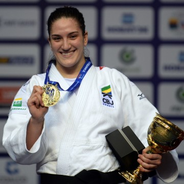 Brazil's Judoka Mayra Aguiar Poses with her Gold Medal