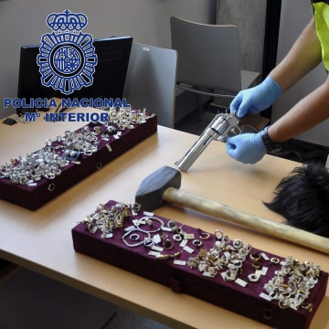 """Image: Five men of a gang so-called """"Pink Panthers"""" have been arrested"""