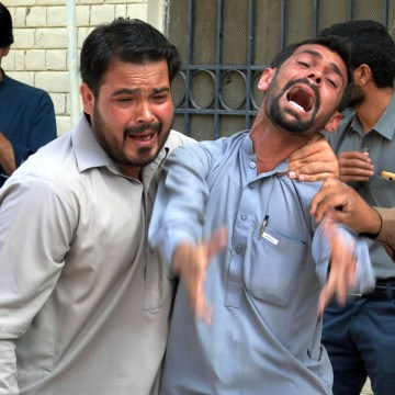 Image: Aftermath of bomb at hospital in Quetta, Pakistan