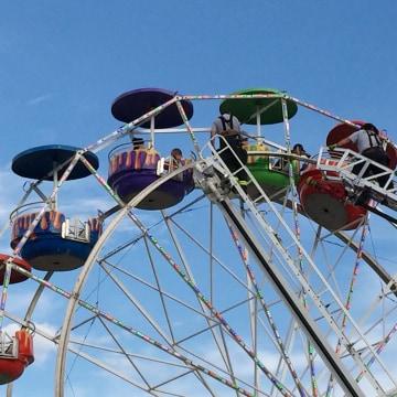 Image: Emergency crews unload the ferris wheel at the Greene County Fair in Greeneville, Tenn.