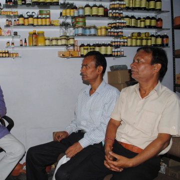 Image: Vishal Gupta and customers