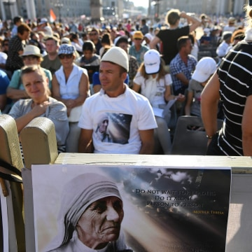 Image: Faithful at the holy mass and canonization of Mother Teresa of Kolkata