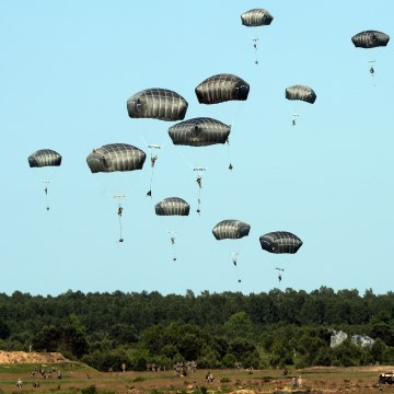 Image: U.S. troops land in Poland